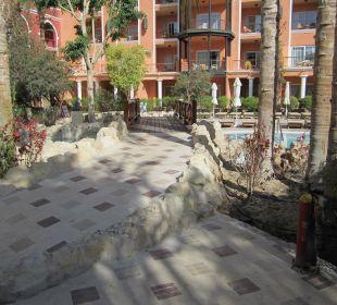 Отель днем  The Grand Resort