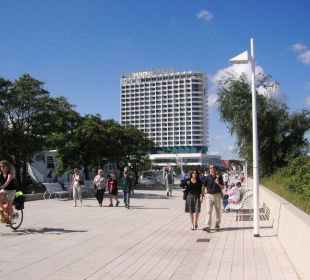 Promenade mit Hotel Neptun im Hintergrud Hotel Neptun