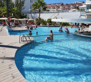 Blick von einer Liege aus JS Hotel Sol de Alcudia