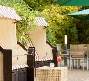 Strandkorb auf der Terrasse Park Inn by Radisson Hamburg Nord