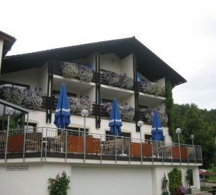Blik op het terras Hotel Zur Linde
