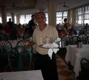 Ein sehr freundlicher Kellner ClubHotel Riu Vistamar