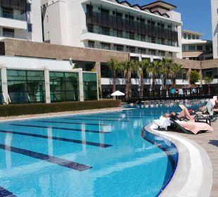 Blick auf den Pool Hotel Alba Royal