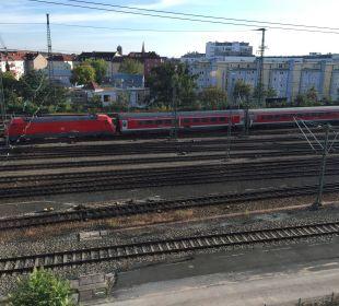 Leider direkt an der Bahnlinie Motel One Nürnberg-City