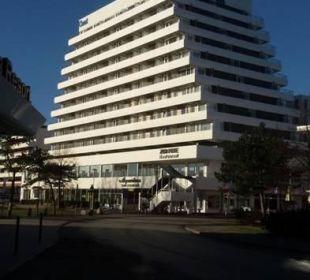 Hotel vom Strand aus gesehen Carat Golf & Sporthotel Residenz
