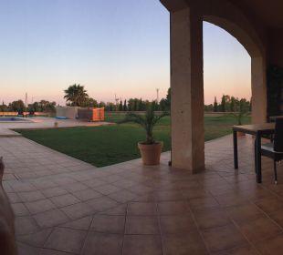 Pool und Garten von der Terrasse aus Finca Sol y Vida