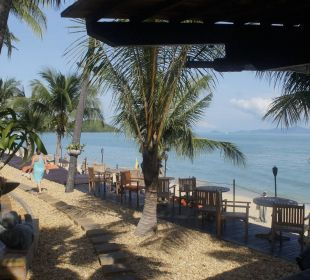 Links der Pool, rechts das Meer Anantara Bophut Resort & Spa