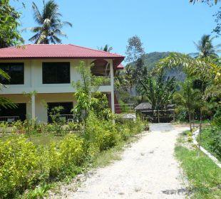 Private kleine Zufahrt (Sackgasse) zum GG-House. Guest House Green Garden House
