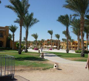 Центральный выход к пляжу Stella Di Mare Beach Resort & Spa Makadi Bay