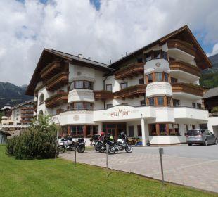 Hotel, im Hintergrund der Berg Hotel Garni Belmont