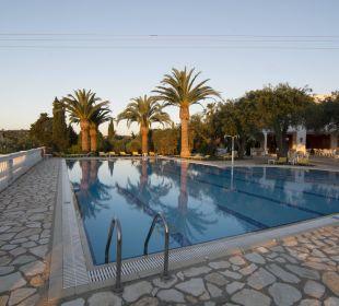 Sehr schöner und sauberer Pool Hotel Paradise Corfu