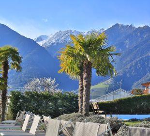 Obstbaumblüte, Palmen, Swimmingpool und Ski fahren Genusshotel Der Weinmesser