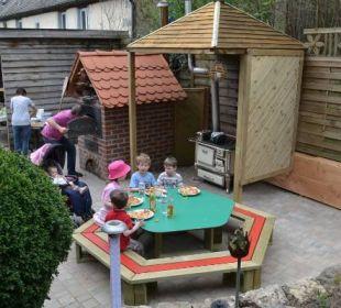 Neue Kindersitzgcke beim Holzbackofen  Ferienhof Eulennest