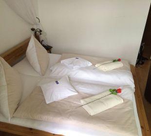 Betten (inkl. 2 Kissen!) und Rosen Hotel Bavaria Berchtesgaden