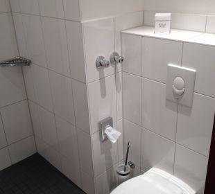Sauberes und geräumiges Bad NOVINA HOTEL Tillypark