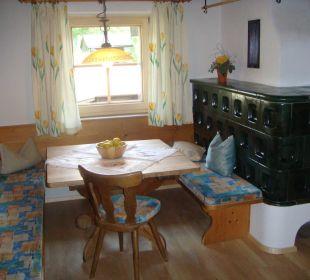 Sitzecke mit Holzkachelofen Appartement Obstgarten Wörglerhof Alpbacher Hüttenappartements & Saunaalm