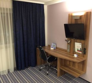 Gut ausgestattet aber kleiner TV Hotel Holiday Inn Express Hamburg City Centre