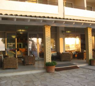 Aug 16 - von der Lobby in den Gartenbereich Hotel Elea Beach