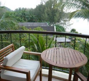 Balkon mit dem Esstisch Hotel Tanjung Rhu Resort