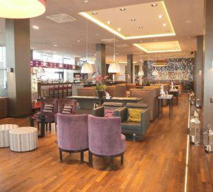 Eine der schönen Sitzgruppen Leonardo Royal Hotel Munich