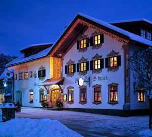 Frontansicht im Winter AKZENT Hotel Schatten