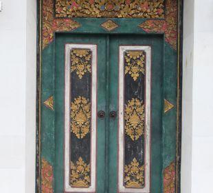 Rumah Isah - Eingangstür Nusa Indah Bungalows & Villa