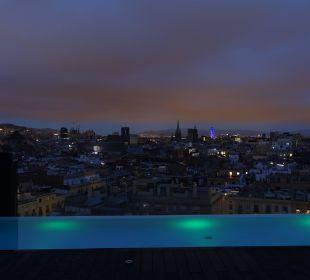 Pool auf dem Dach am Abend Hotel Andante