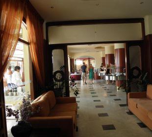 Blick zum Speisesaal Vantaris Beach Hotel