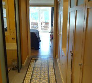 Durchblick vom Eingangsbereich ins Zimmer Lenkerhof gourmet spa resort