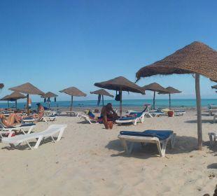 Weitläufiger feinsandiger Strand SunConnect Djerba Aqua Resort