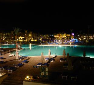 Hotel bei Nacht Dana Beach Resort
