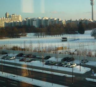 Blick auf den P & R Parkplatz Oberwiesenfeld Leonardo Royal Hotel Munich