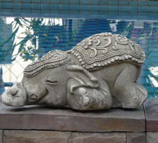 Glücklicher Elefant aus Stein Hotel Siam Heritage