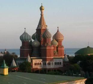 Gezoomt vom Zimmerbalkon Hotel WOW Kremlin Palace