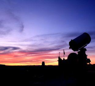 Sonnenuntergang auf der Beobachtungsterrasse Stargazing Hotel SaharaSky