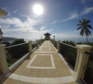 Der Gang zum Strand-Fahrstuhl Grand Bahia Principe Cayacoa