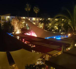 Die Poolanlage mit Garten Hotel Viva Tropic