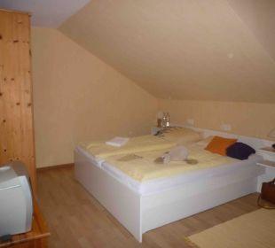Bett im Zimmer 102 Hilligenley