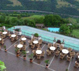 Ausblick vom Balkon über das Hallenbad &Aussenpool Berglandhotel Untertheimerhof