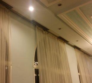 Leckere Gardinen und Schimmel Hotel El Mouradi Palm Marina