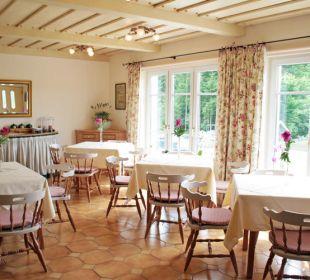 Der gemütliche Frühstücksraum mit Kachelofen Appartements & Zimmer Almhof Koren