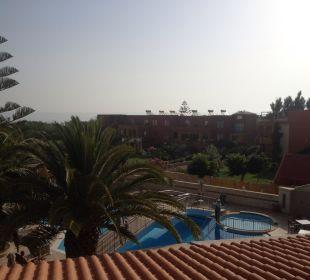 Ausblick zum Pool Vantaris Beach Hotel