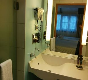 Bad mit Wanne und Dusche Hotel Novotel München City