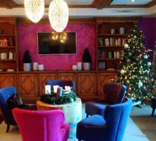 Lobby weihnachtlich Sonnhof Alpendorf