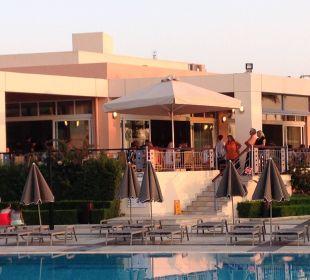 Poolanlage mit Restaurant Hotel Horizon Beach Resort