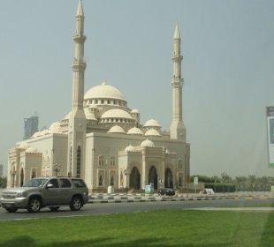 Moschee neben den Hotel Hotel Holiday International