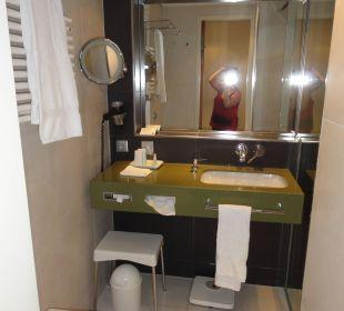 Badezimmer mit Dusche Hotel Neptun