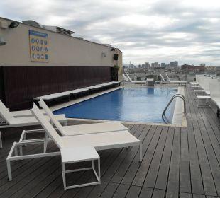 Kleine Dachterrasse Hotel H10 Marina Barcelona