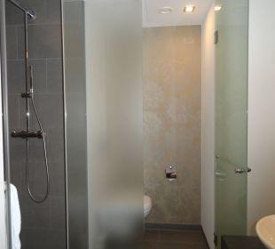 Badezimmer unseres Doppelzimmers INNSIDE by Meliá Dresden