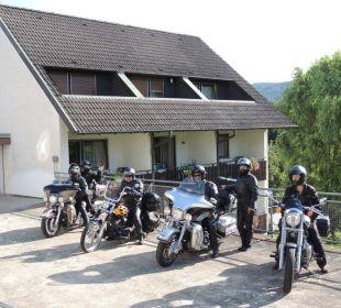Biker vor dem Gästehaus Faxe Schwarzwälder Hof Waldulm